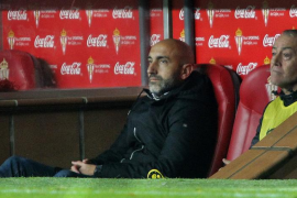 Abelardo, destituido como entrenador del Sporting de Gijón