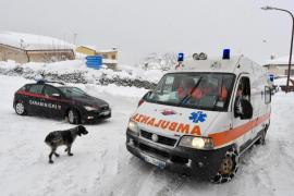 Rescatan a una madre y a su hijo tras quedar enterrados por los terremotos en Italia