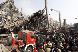 Al menos 20 muertos a causa del derrumbe de un edificio en Teherán