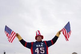 Trump emplea sus primeras órdenes ejecutivas para declarar el Día del Patriotismo