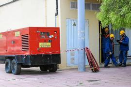 El corte de un cable deja a centenares de vecinos de Platja d'en Bossa sin electricidad