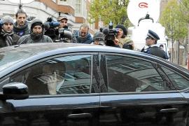 Prisión sin fianza para el fundador de Wikileaks tras entregarse a Scotland Yard