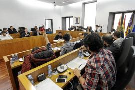 Vila vota en contra de mantener el nombre de Vara de Rey sin aclarar si lo cambiará