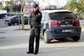 La policía detiene a cuatro menores por agredir, vejar y robar a un indigente en Cádiz