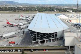 Govern y patronales piden una rebaja de precios de billetes a las aerolíneas