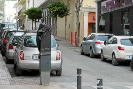 «Nerviosismo» entre los comerciantes de Sant Antoni por la falta de aparcamiento sin la zona azul
