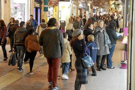 Los trabajadores del pequeño comercio de Baleares cobrarán un 3 % más este año