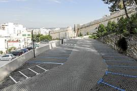 La nueva zona azul del parque Reina Sofía colapsa los aledaños de coches aparcados