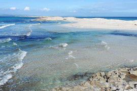 El mar gana espacio en Ses Illetes
