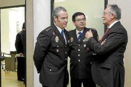 Roger Sales se despide de la dirección insular al jubilarse de la Policía Nacional