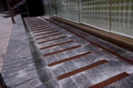 Pinchos contra los 'sin techo' en un edificio de Manchester