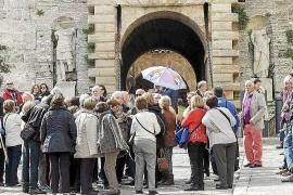 La profesión de guía turístico y su futuro en Ibiza, a debate