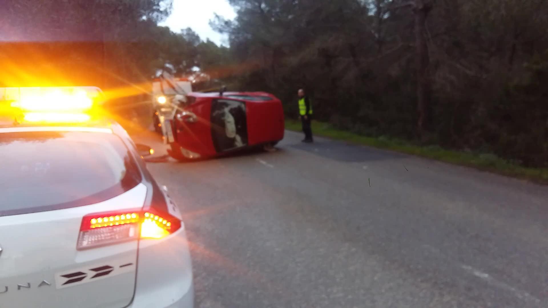 Una joven herida al volcar en la antigua carretera de Santa Eulària
