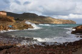 Oleaje y fuertes vientos en Baleares
