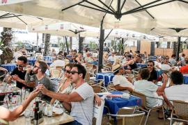 Las Pitiusas recibieron el año pasado más de 3 millones de turistas, el doble que Menorca