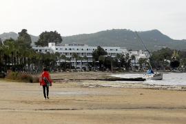 La cola del temporal cierra los puertos y causa más daños