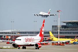 El Gobierno confía en que las aerolíneas influyan en la bajada de tasas en los billetes