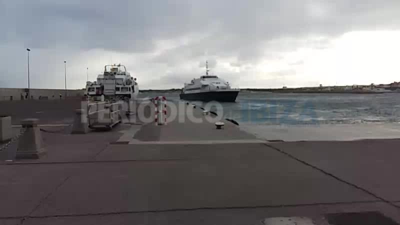Reabre el puerto de la Savina tras casi dos horas cerrado por fuerte viento