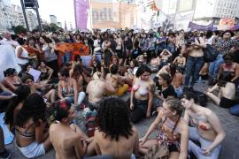 El «tetazo» llena las calles argentinas en defensa del toples