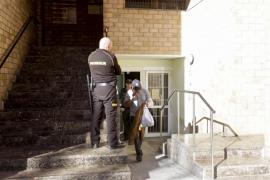 Libertad con cargos para un detenido por ofrecer drogas, lesionar y coaccionar a menores