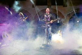 La nostalgia se apoderó de Santa Eulària con la melódica música de Los Secretos