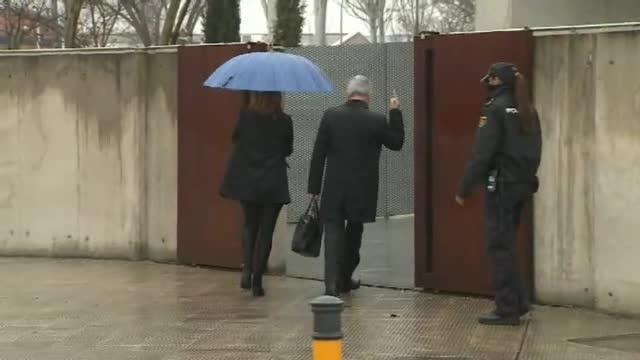 La 'peineta' de Pablo Crespo a la entrada de la Audiencia Nacional