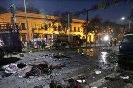 Al menos 14 muertos y 94 heridos en un atentado suicida en el este de Pakistán