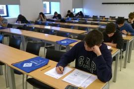 Trece alumnos de Ibiza compiten en la Olimpiada de Física de la UIB