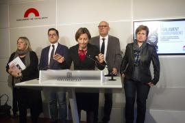 El TC anula la convocatoria del referéndum en Cataluña y denuncia a Carme Forcadell