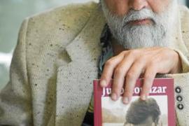 «Yo nunca hubiera podido inventar un personaje tan rico como Julio Cortázar»