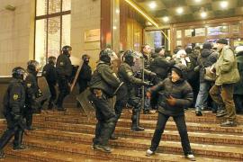 Lukashenko defiende la represión policial ante la «barbarie» opositora en Bielorrusia