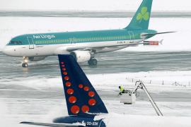 El temporal de nieve mantiene paralizado el transporte aéreo europeo