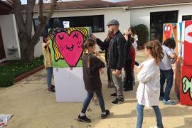 Hosh imparte un taller de grafiti en la Escuela Francesa