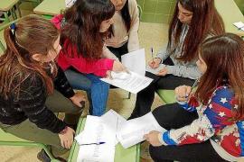 Una treintena de jóvenes conoce la labor de Cáritas en las Pitiusas