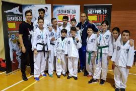 El Ibiza Fight Center se hace con 14 medallas en Benidorm