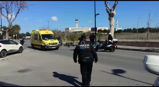 Dos motoristas heridos leves tras ser embestidos por un coche en Vila