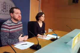 Abril afirma que la solidaridad con el Parlament catalán es por la «democracia» y por una solución «política»