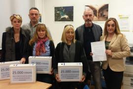 Una madre presenta 25.000 firmas para solicitar la libre elección de lengua en Baleares