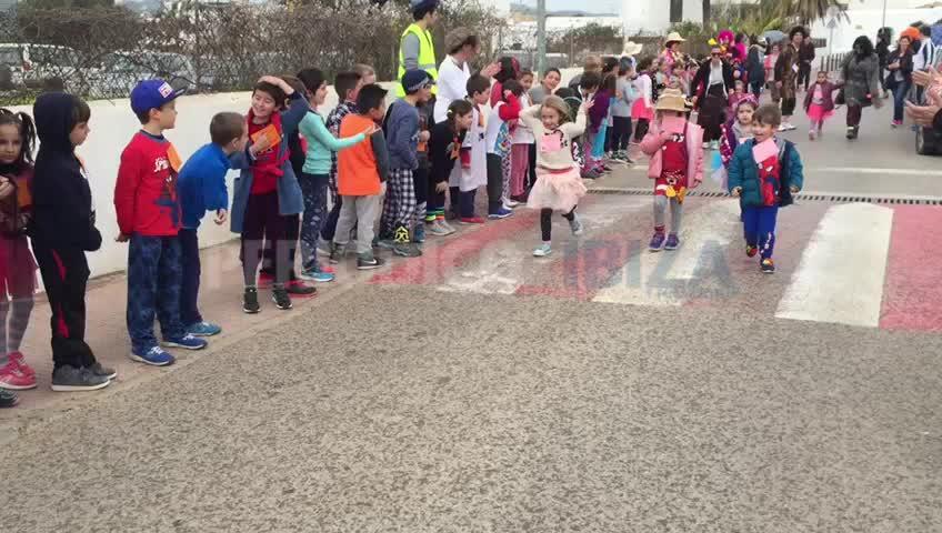 Carreras de 'mariol•los' por las calles de Sant Jordi