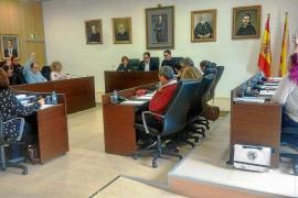 Sant Josep aprueba la moratoria de 'beach clubs' entre fuertes críticas de la oposición
