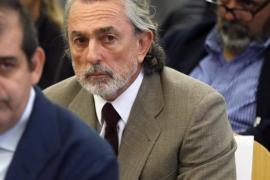 Trasladan a Correa en ambulancia al juicio en contra de la orden del tribunal