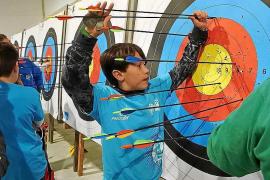Cerca de medio centenar de jóvenes arqueros disfruta de la Liga Escolar