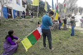 Feliz 2144, año tibetano del gallo de fuego