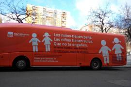 Polémica campaña en Madrid: «Los niños tienen pene. Las niñas tienen vulva. Que no te engañen»