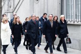 Artur Mas es recibido con gritos e insultos de «traidor» y «golpista» a su llegada al Supremo