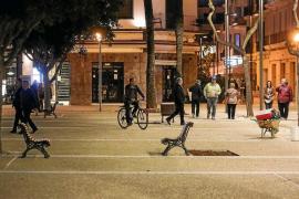 Vila recupera una renovada plaza del Parc tras las obras