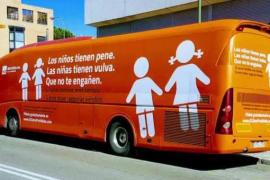 Hazte Oír denuncia la retención de su bus, una medida «propia de una dictadura», y avisa que sacará más