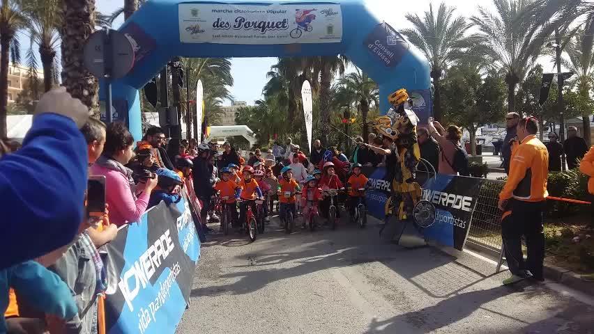 Éxito de participación y diversión en la marcha cicloturista popular des Porquet