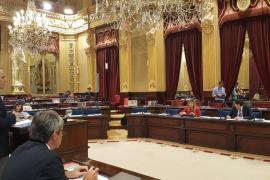 Podemos le hace el vacío a Álvaro Gijón en el Parlament