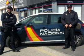 Dos agentes salvan la vida de una anciana que se ahogaba con su propio vómito en Palma